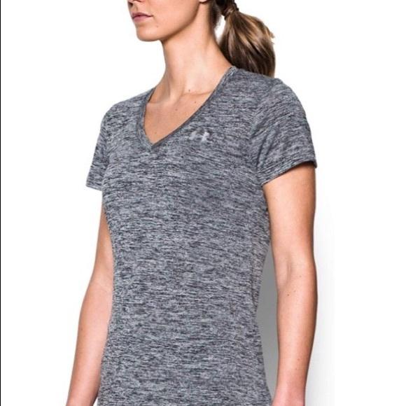 Under Armour Tops - Under Armour Woman's Light weight shirt-FIRM